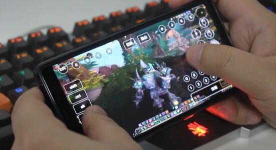 手机玩魔兽世界.jpg