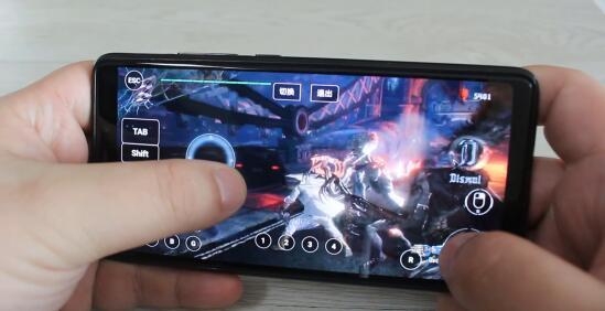 手机上玩端游.jpg